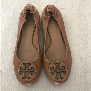 Shoes - Tory Burch reva tumbled tan 8.5